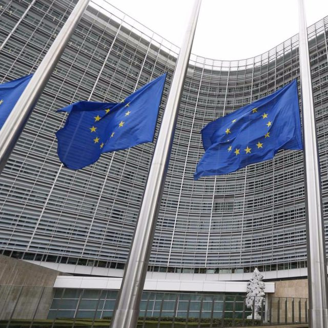El cargador universal llega a la Unión Europea